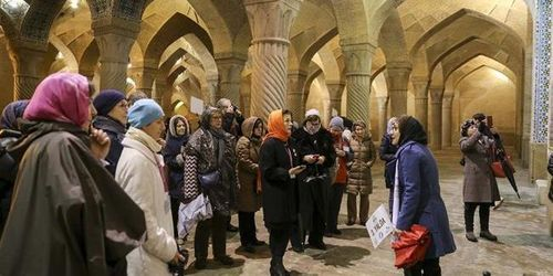 Shiraz, Tourists in Vakil Mosque